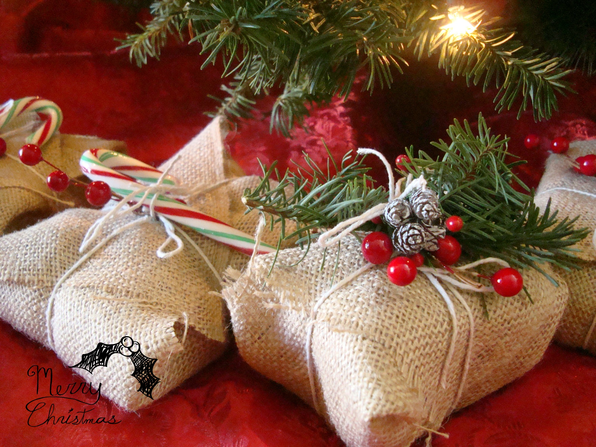 Create gorgeous but simple Christmas presents using solid wrapping paper and strips of quilting fabric in place of ribbon. Here are some Christmas gift wrapping ideas to inspire, along with step-by-step instructions to get the look.